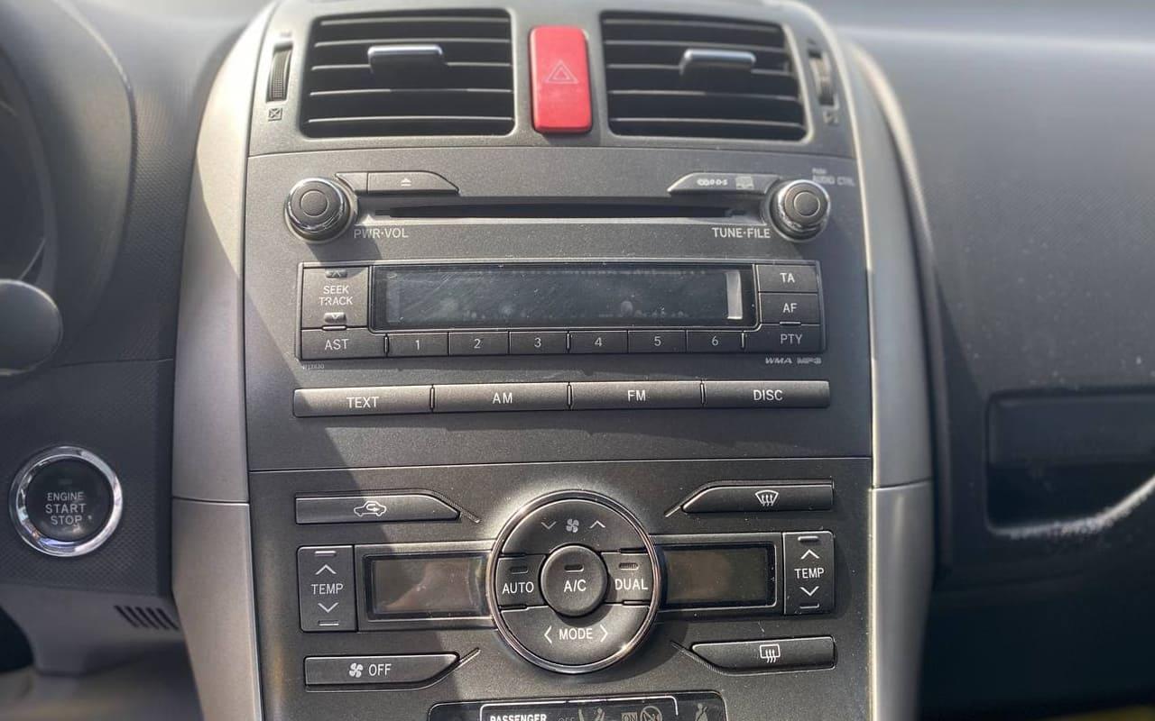 Toyota Auris 2008 фото №12