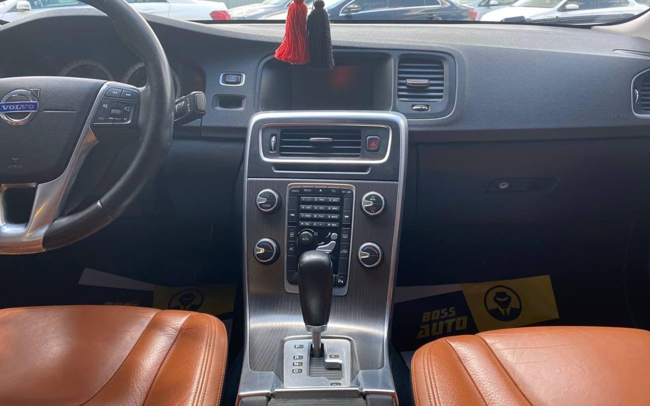Volvo S60 2011 фото №9