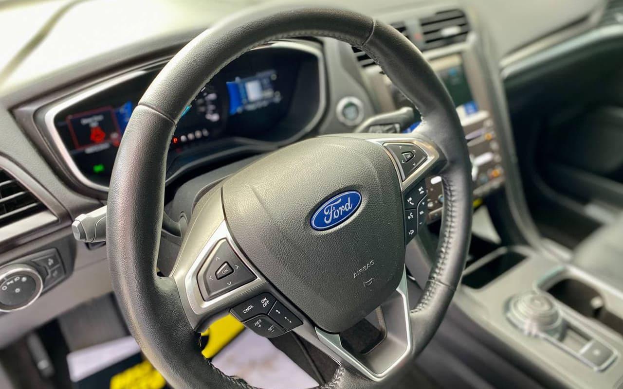 Ford Fusion hybrid titanium 2019 фото №15