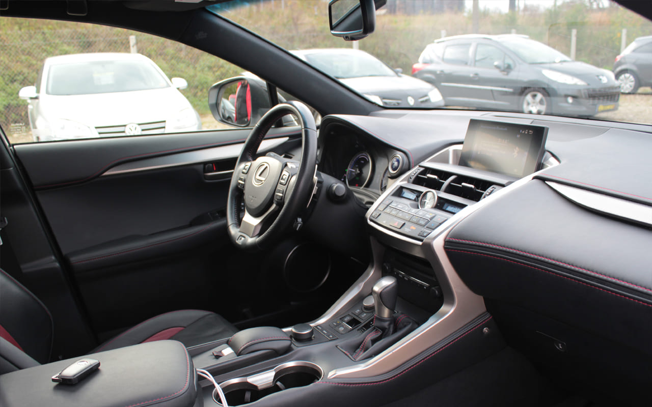 Lexus NX 300h 2016 фото №11