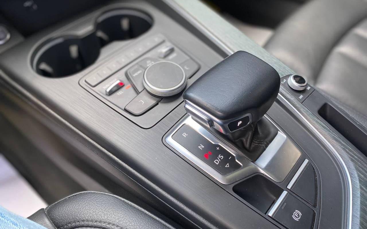 Audi A4 Premium 2018 фото №16