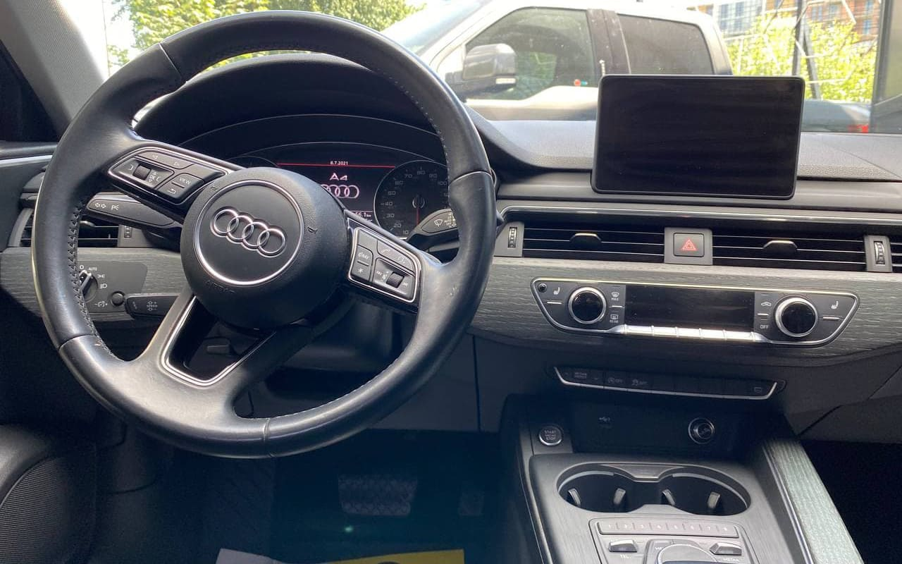 Audi A4 Premium 2018 фото №17