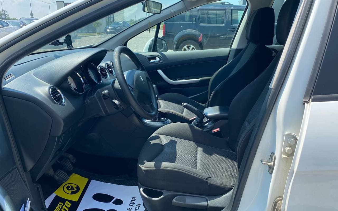 Peugeot 308 2011 фото №9