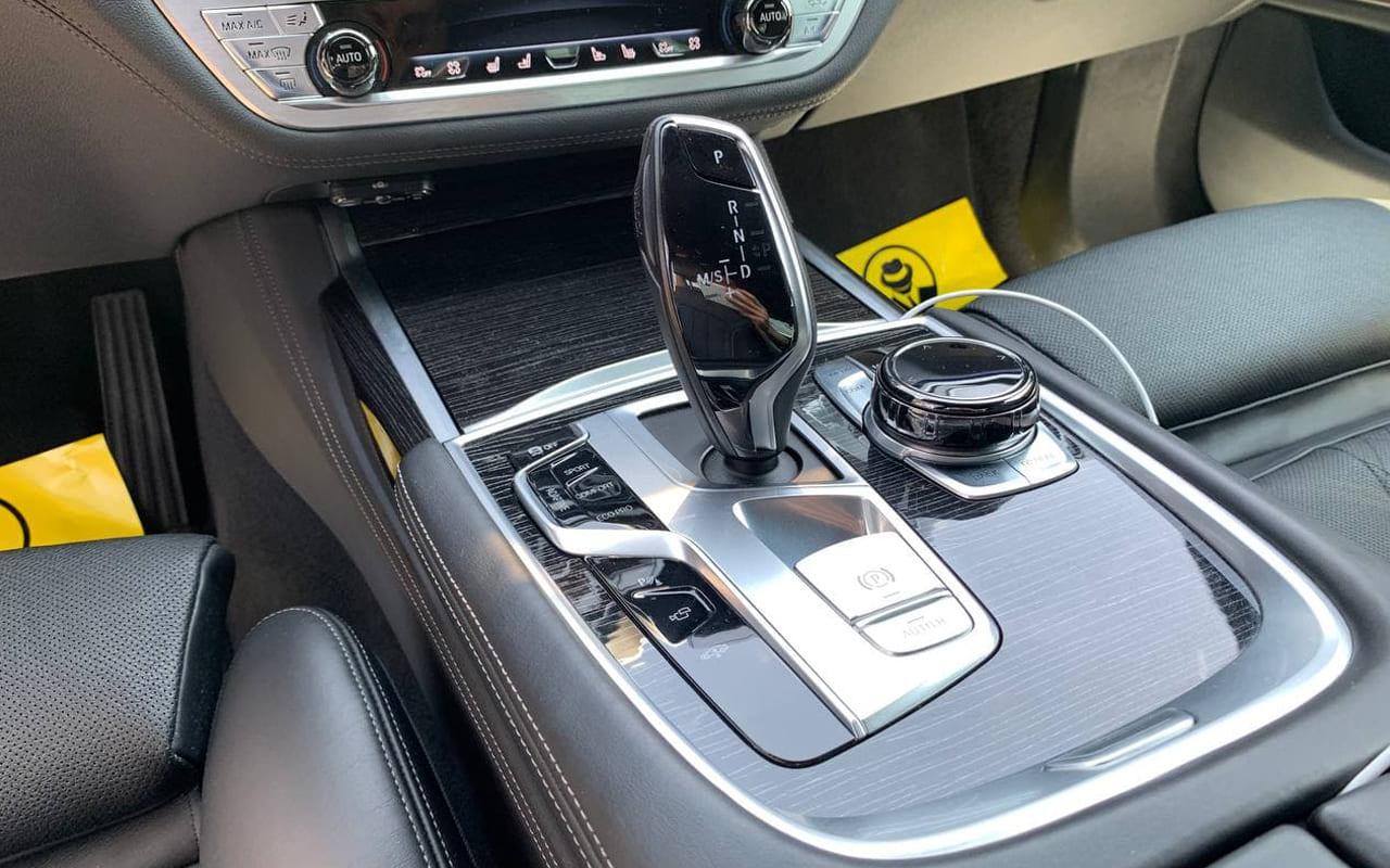 BMW 750 i 2016 фото №16