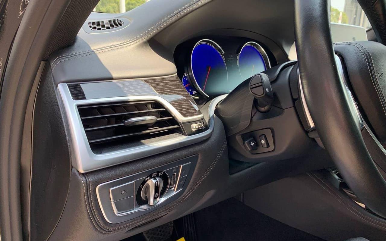 BMW 750 i 2016 фото №19