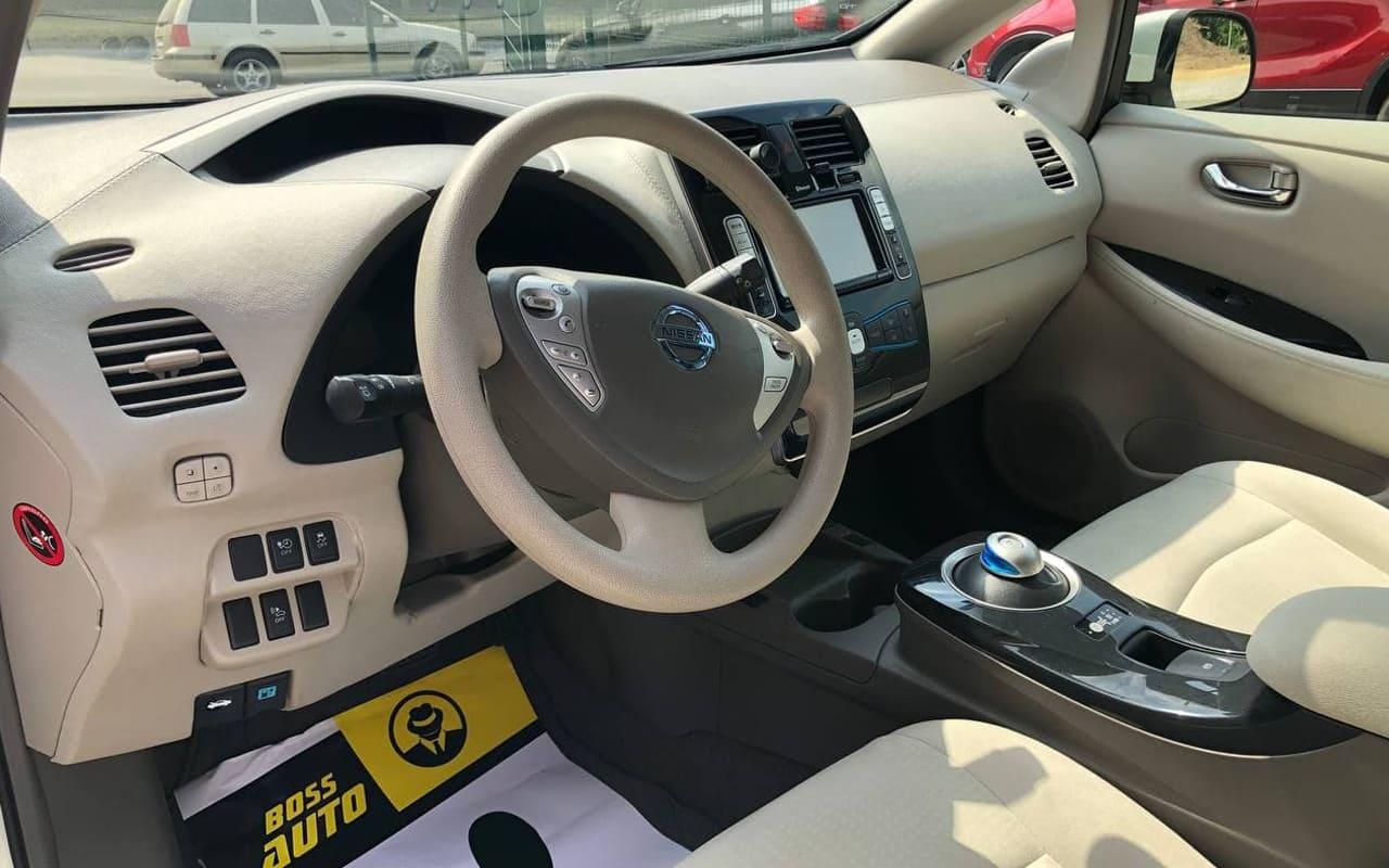 Nissan Leaf 2012 фото №17