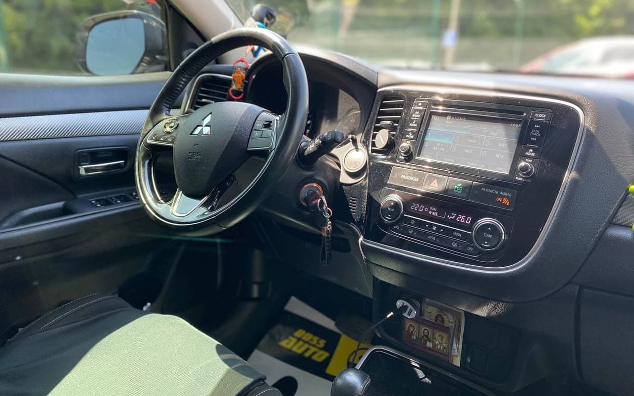 Mitsubishi Outlander 2017 фото №15