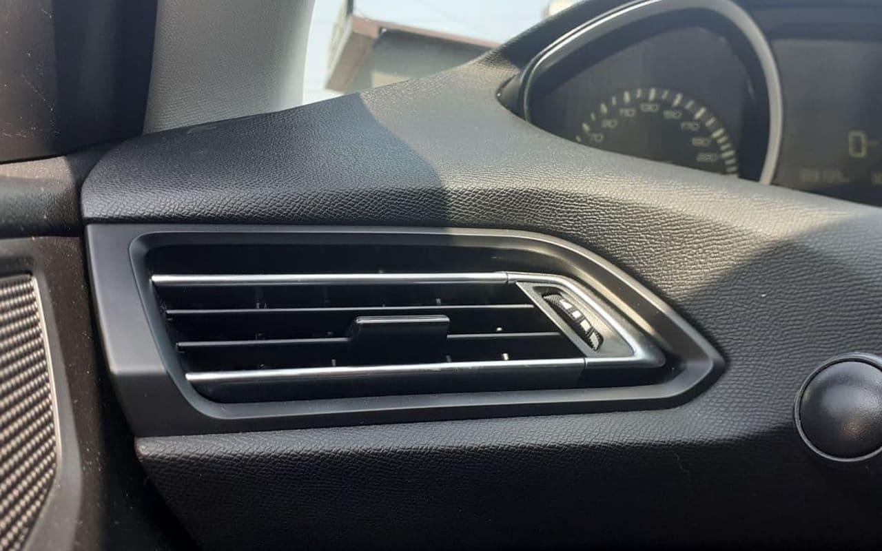 Peugeot 308 2015 фото №18