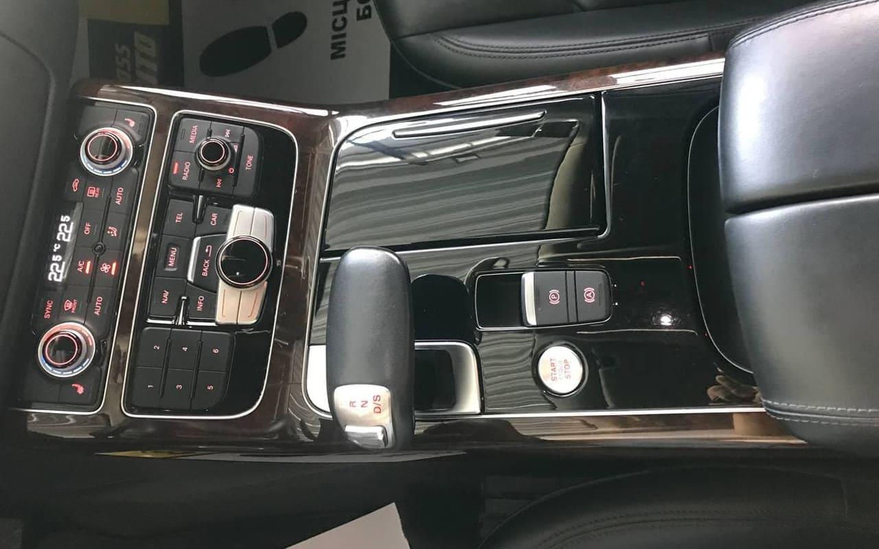 Audi A8 Long 2017 фото №17