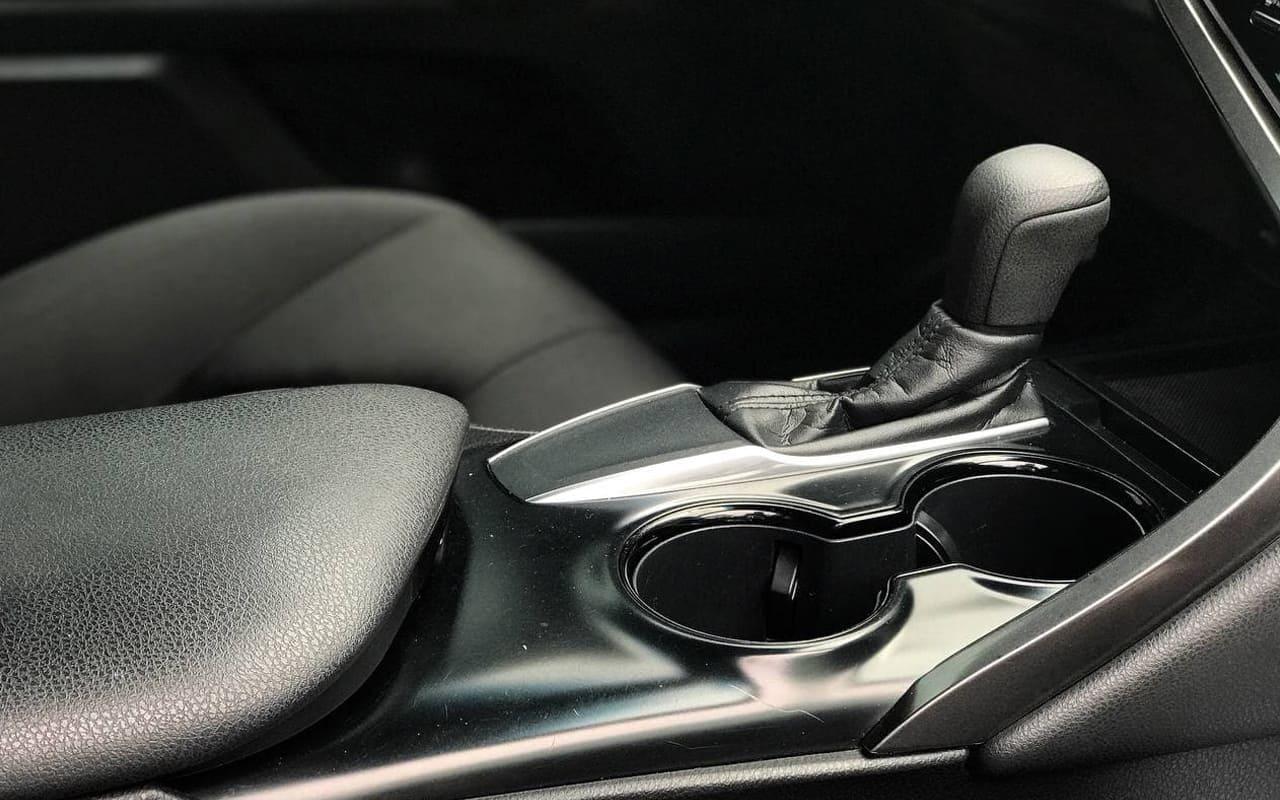 Toyota Camry L 2018 фото №12