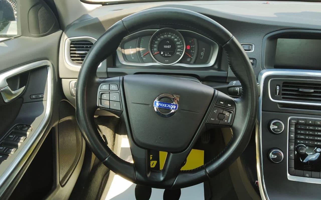 Volvo S60 2014 фото №18