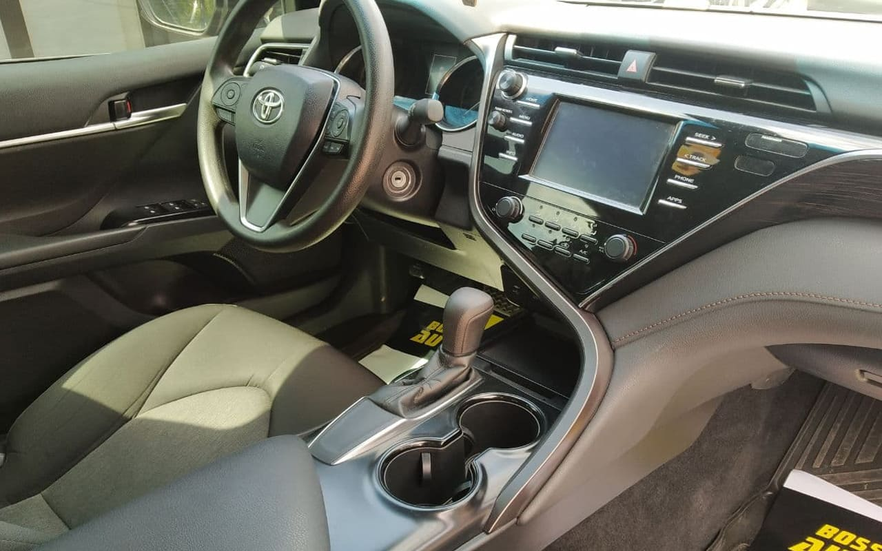 Toyota Camry L 2018 фото №19