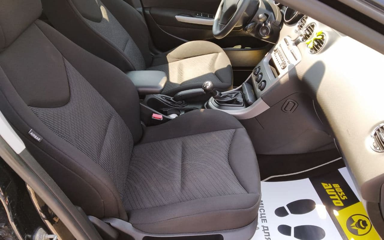 Peugeot 308 SW 2011 фото №18