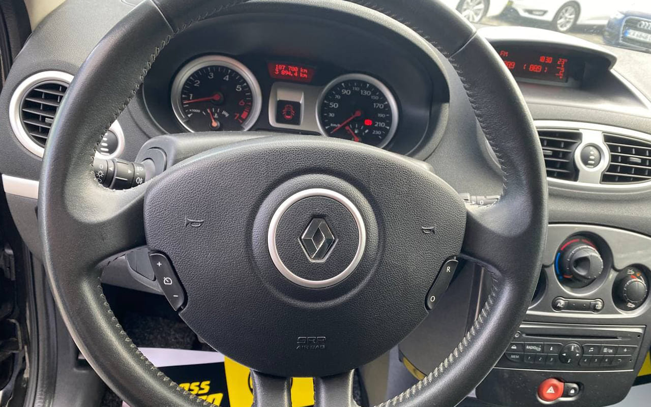 Renault Clio 2011 фото №13