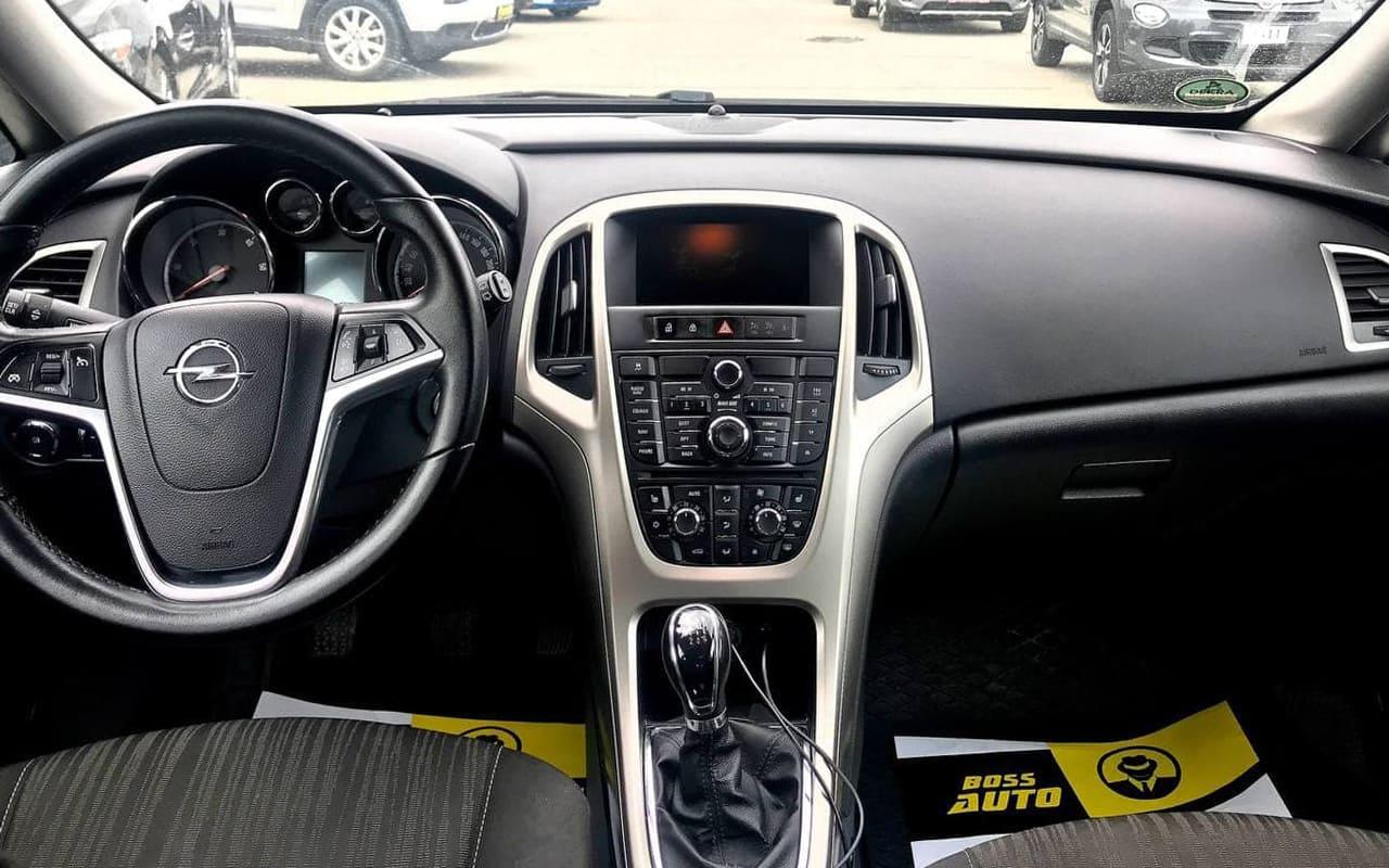 Opel Astra 2011 фото №7