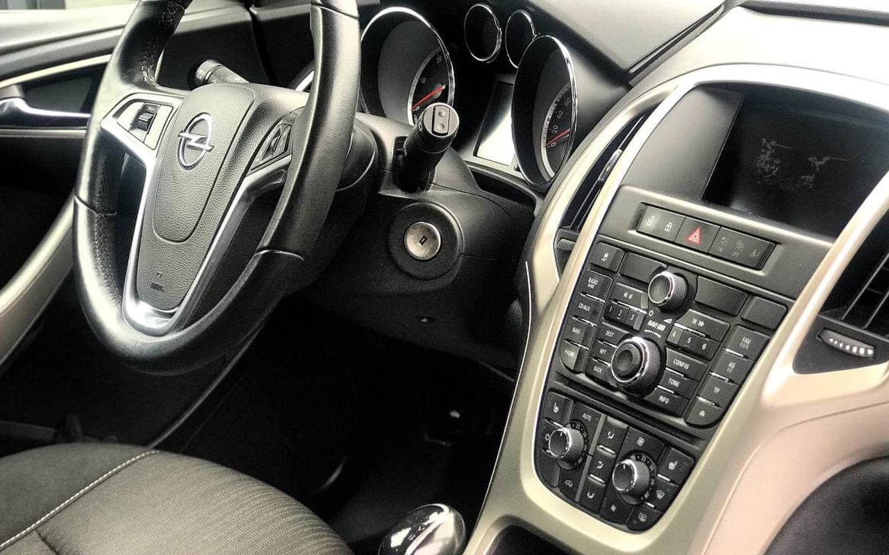 Opel Astra 2011 фото №8