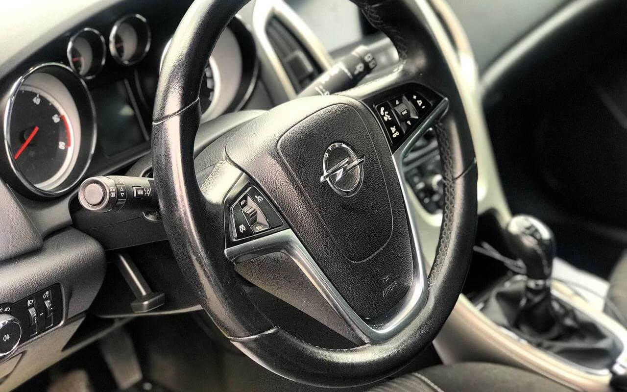 Opel Astra 2011 фото №10