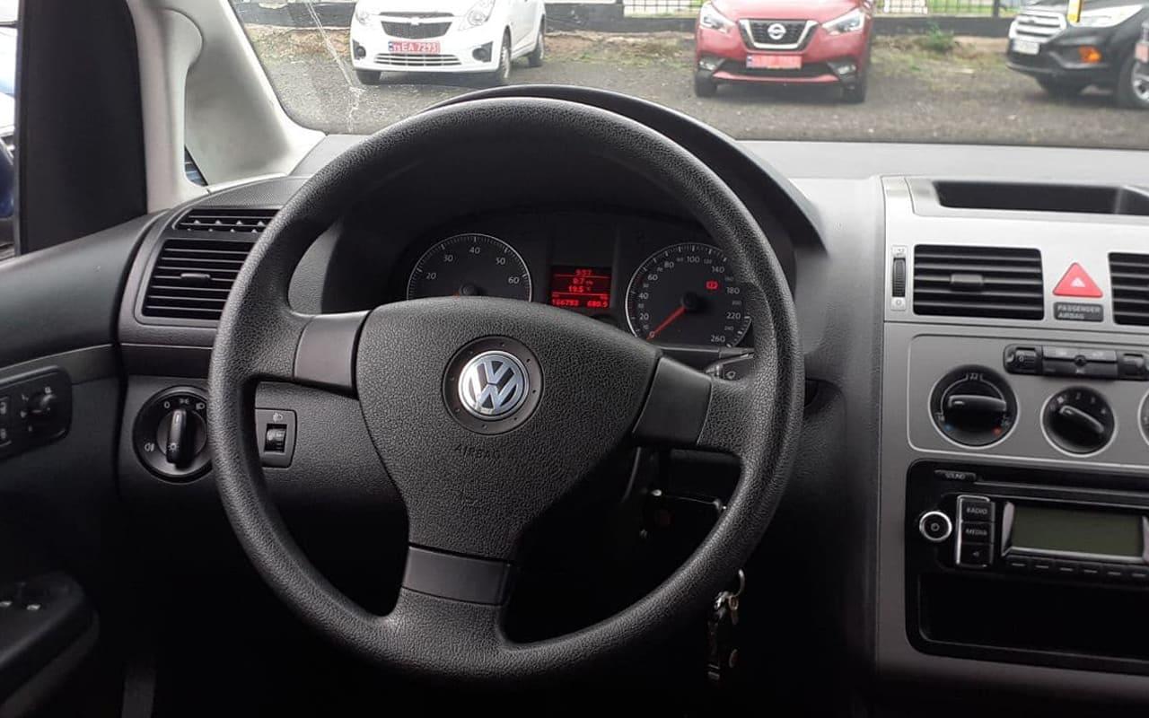 Volkswagen Touran 2009 фото №18