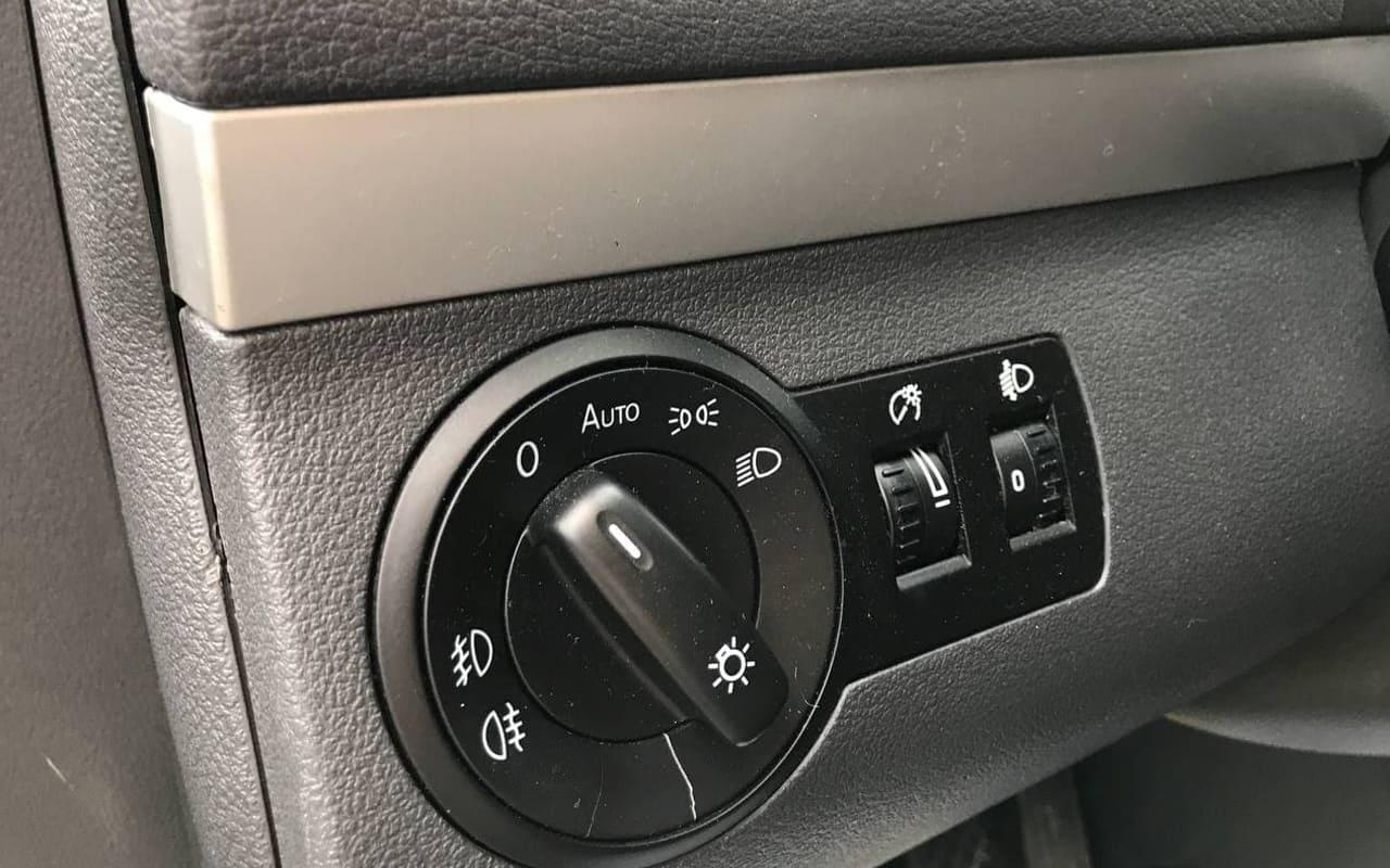 Volkswagen Touran 2011 фото №17