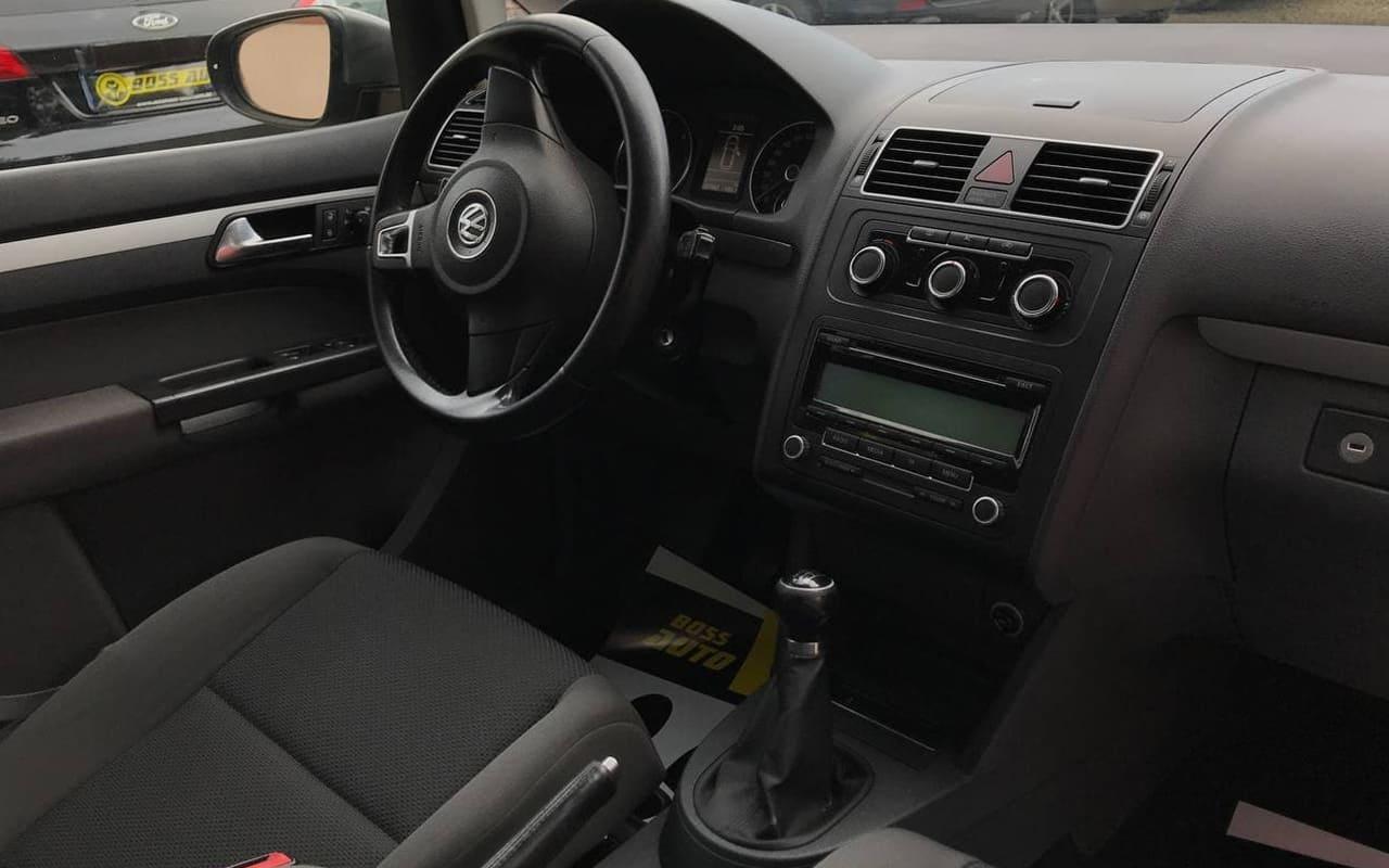 Volkswagen Touran 2011 фото №18