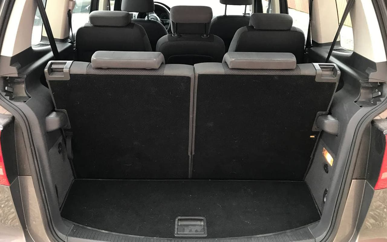 Volkswagen Touran 2011 фото №19