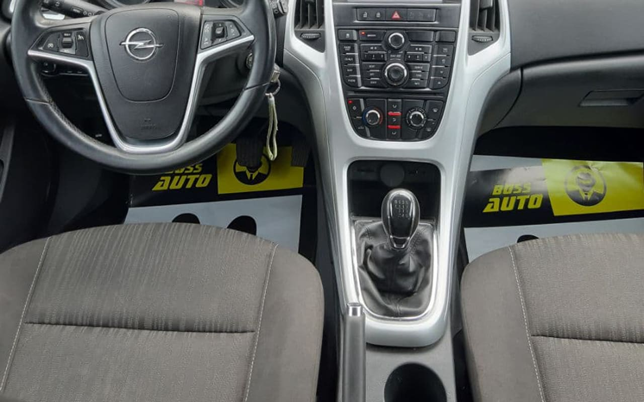 Opel Astra J 2012 фото №9