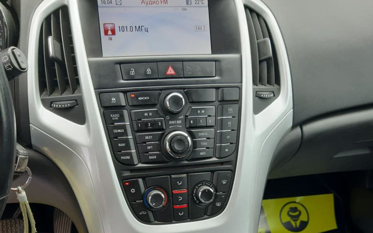 Opel Astra J 2012 фото №10