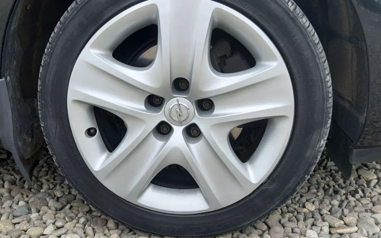 Opel Astra J 2012 фото №13