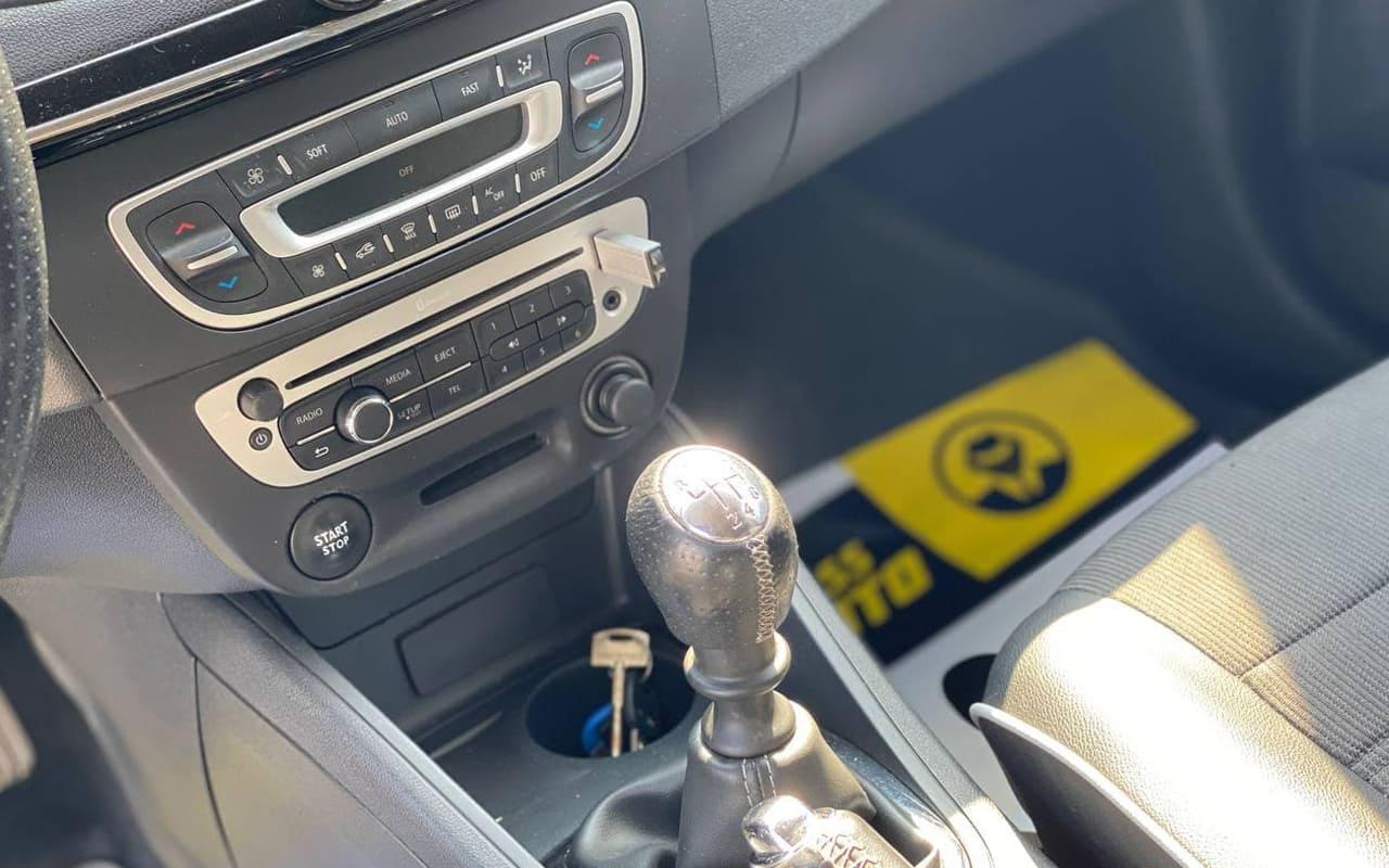 Renault Fluence 2013 фото №13