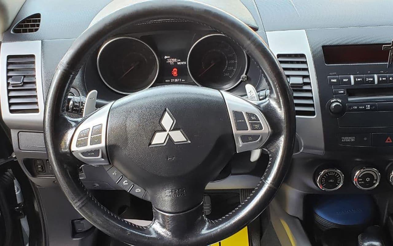 Mitsubishi Outlander XL 2011 фото №12