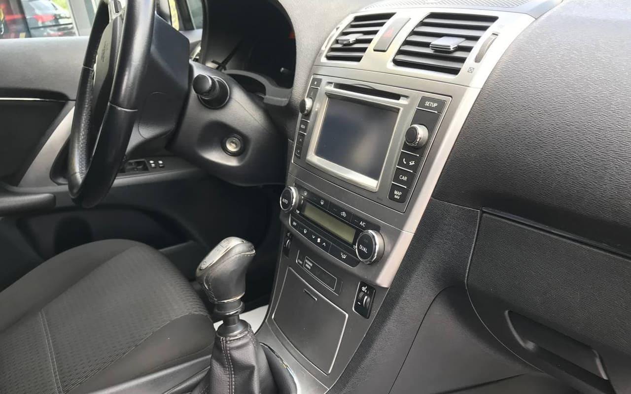 Toyota Avensis 2012 фото №16