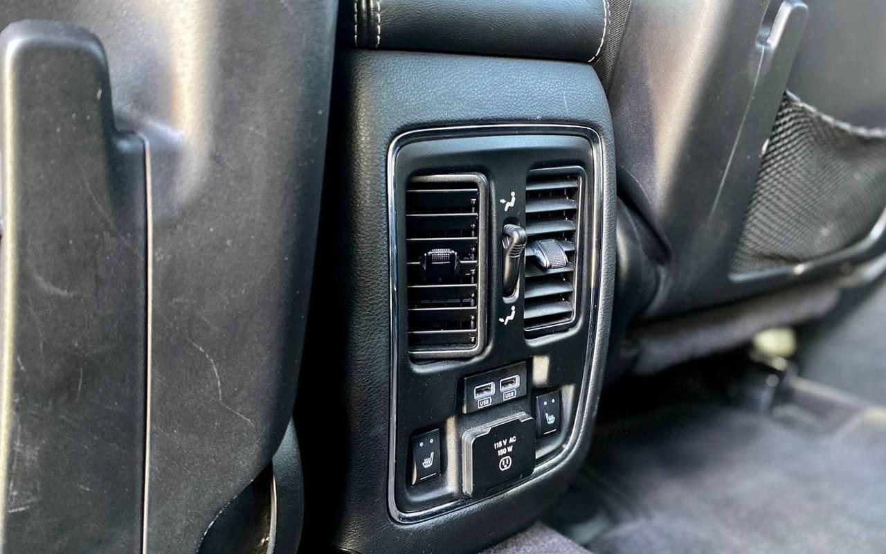 Jeep Grand Cherokee Overland 2017 фото №16