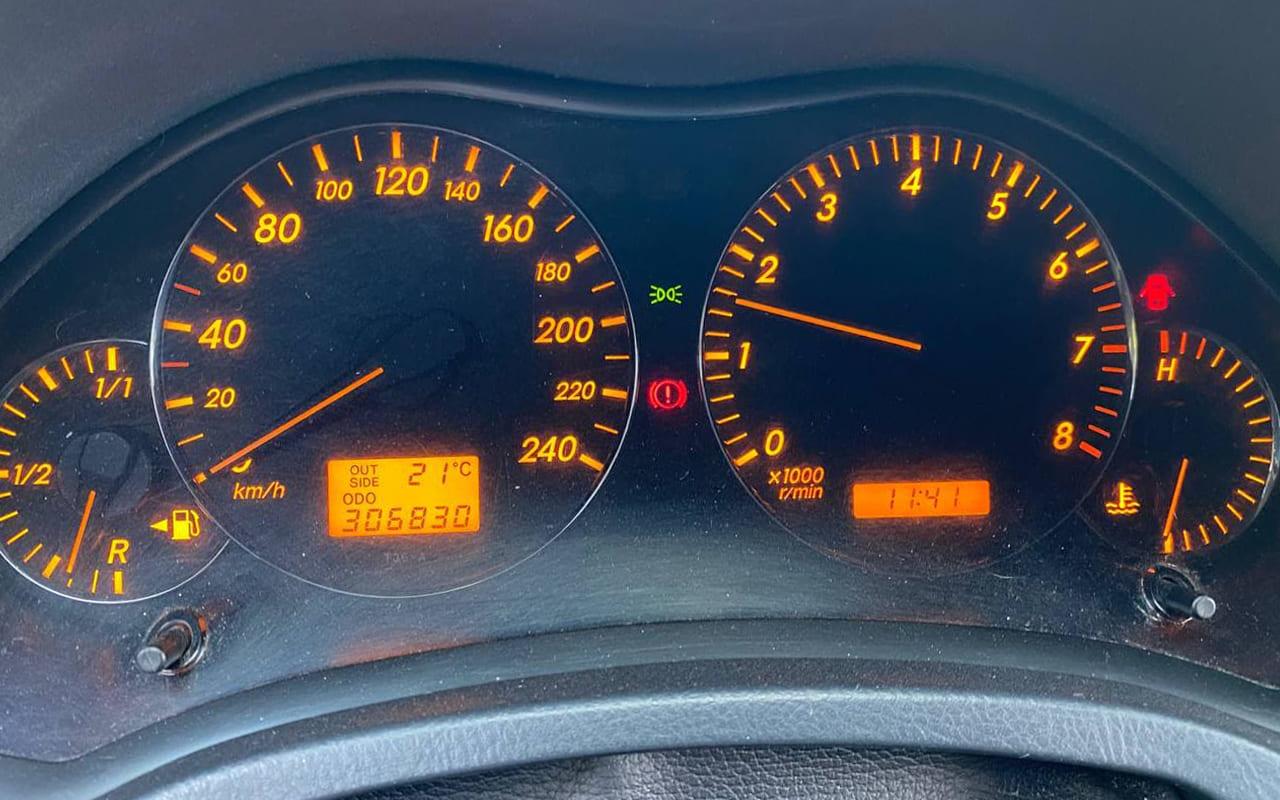 Toyota Avensis 2004 фото №11