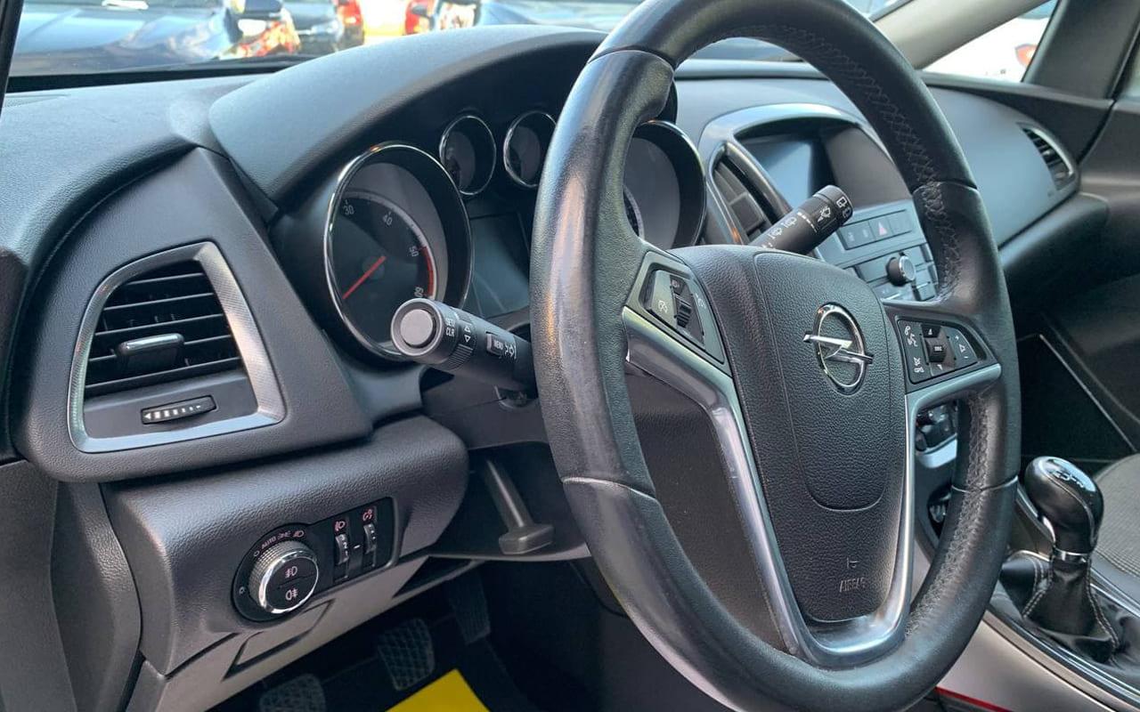Opel Astra J 2011 фото №18