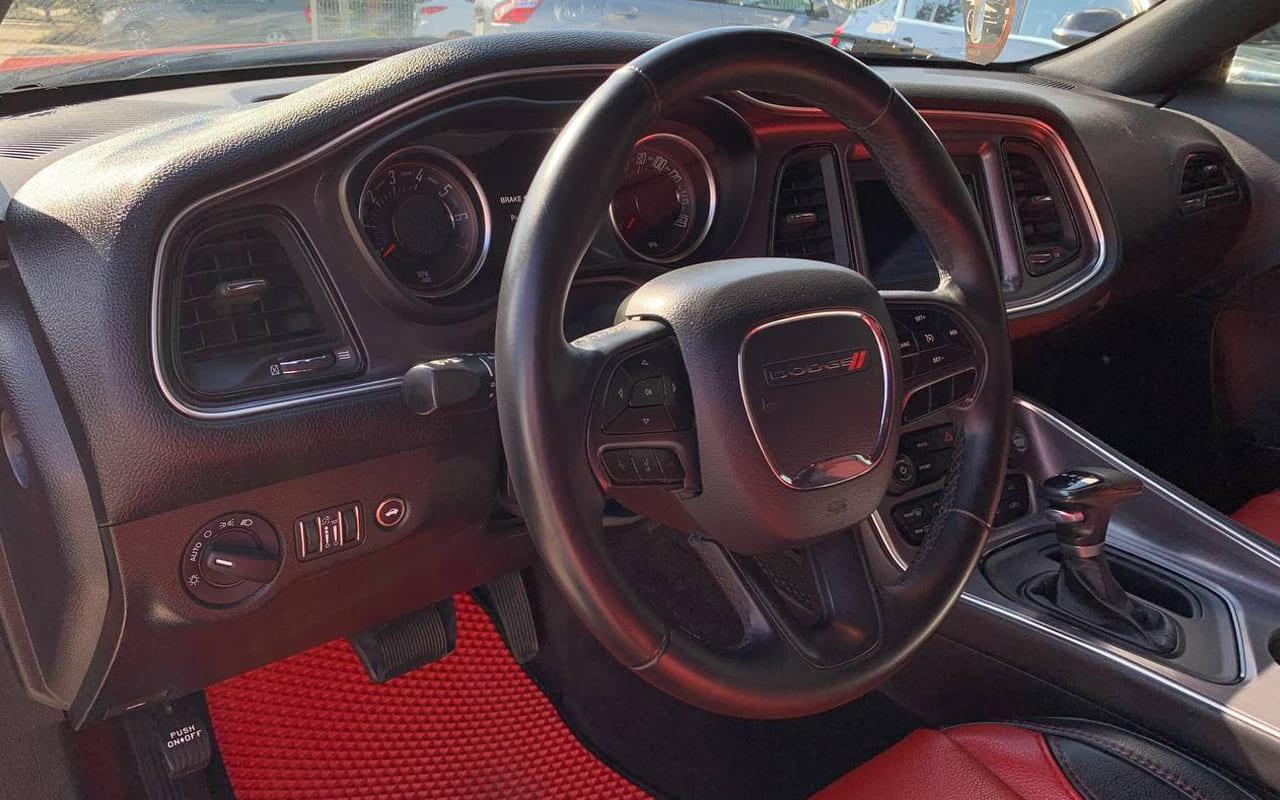 Dodge Challenger Sxt 2018 фото №16