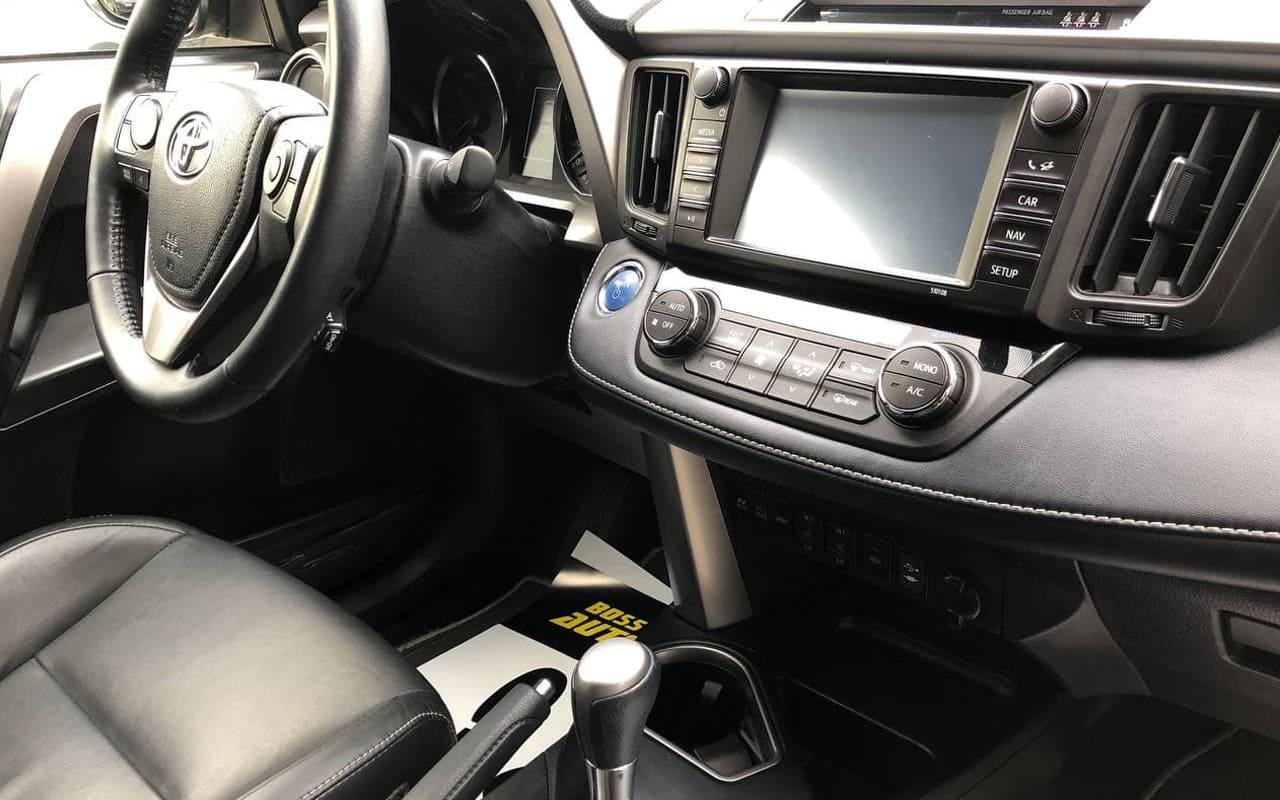 Toyota RAV4 2018 фото №18