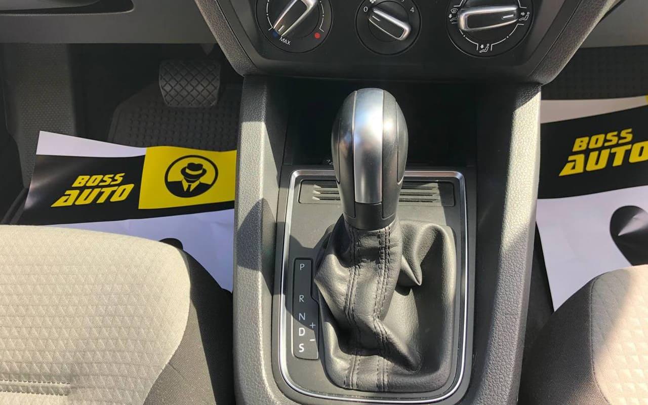 Volkswagen Jetta S 2017 фото №17