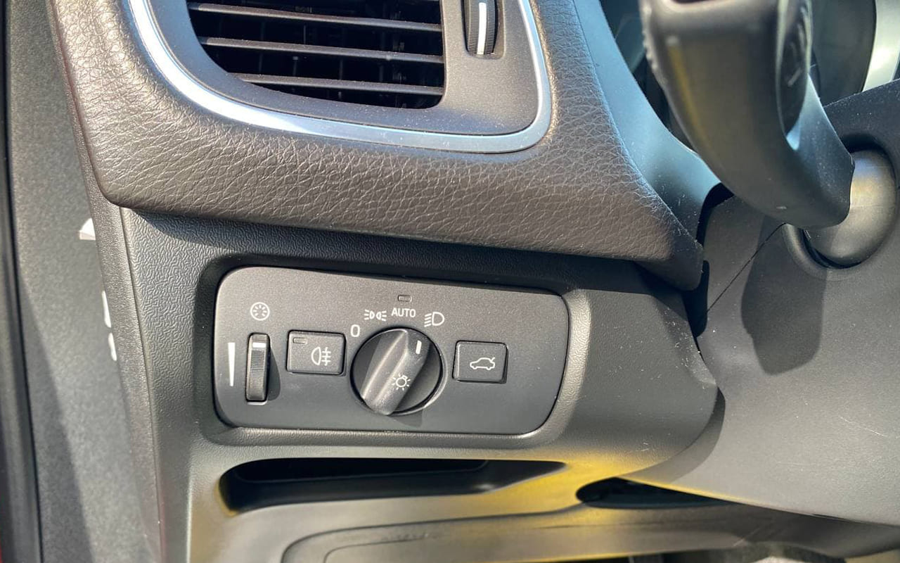 Volvo V40 2012 фото №15