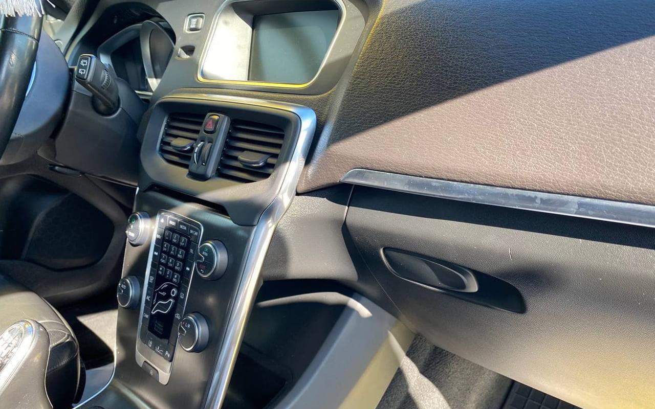 Volvo V40 2012 фото №16