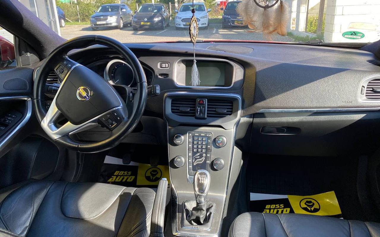 Volvo V40 2012 фото №18