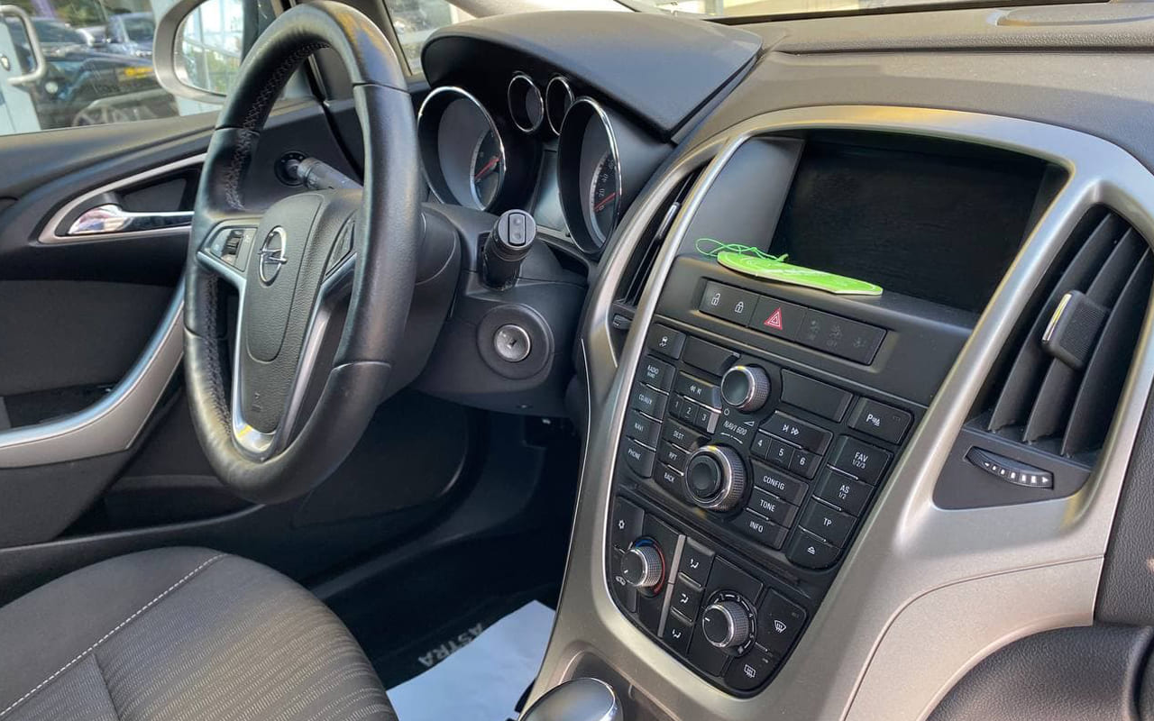 Opel Astra J 2012 фото №17