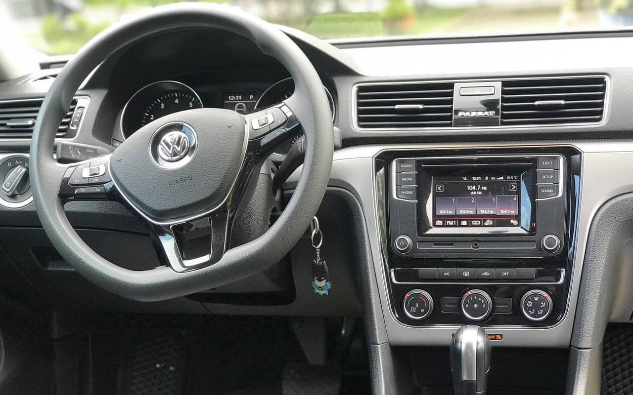 Volkswagen Passat S 2018 фото №15