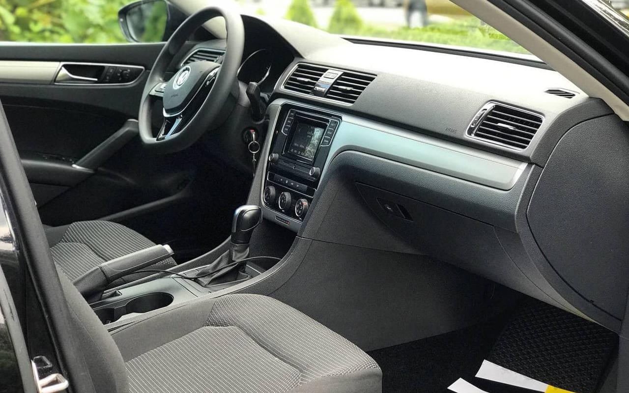 Volkswagen Passat S 2018 фото №17