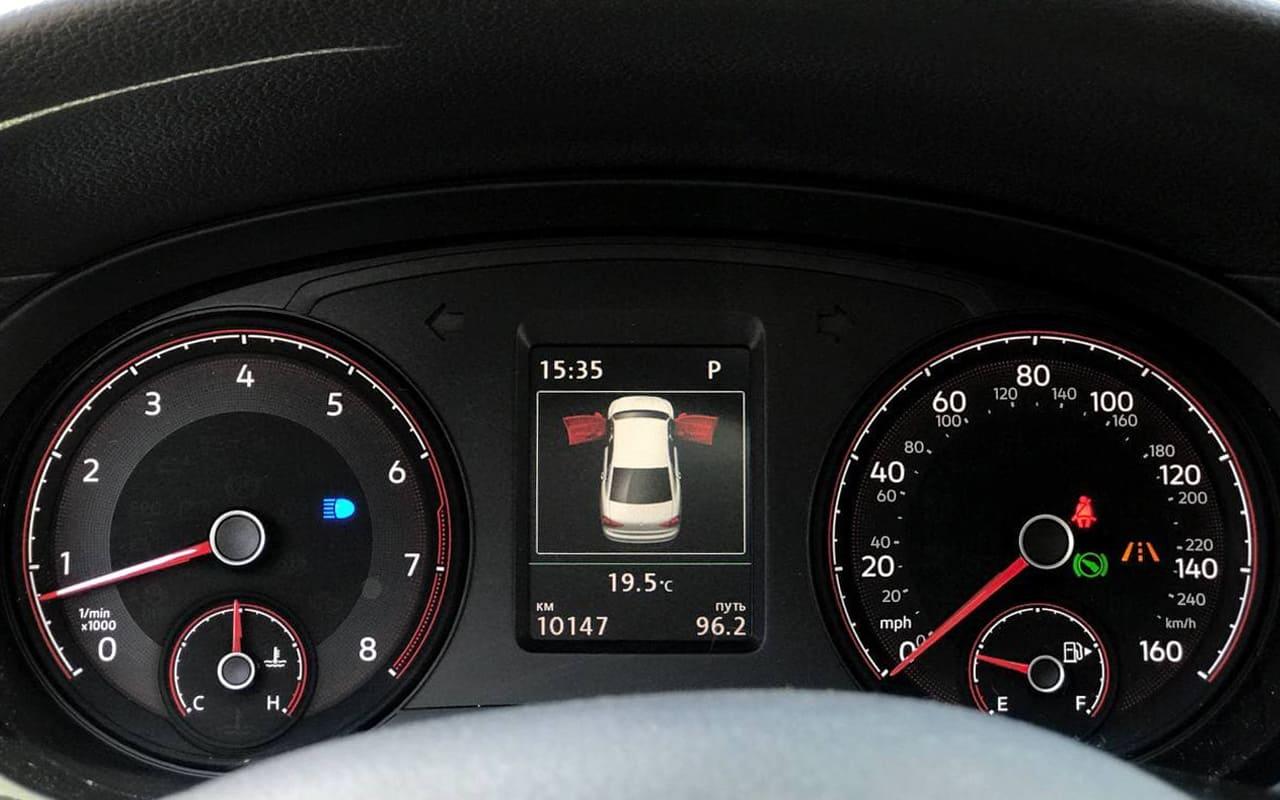 Volkswagen Passat SE 2019 фото №18