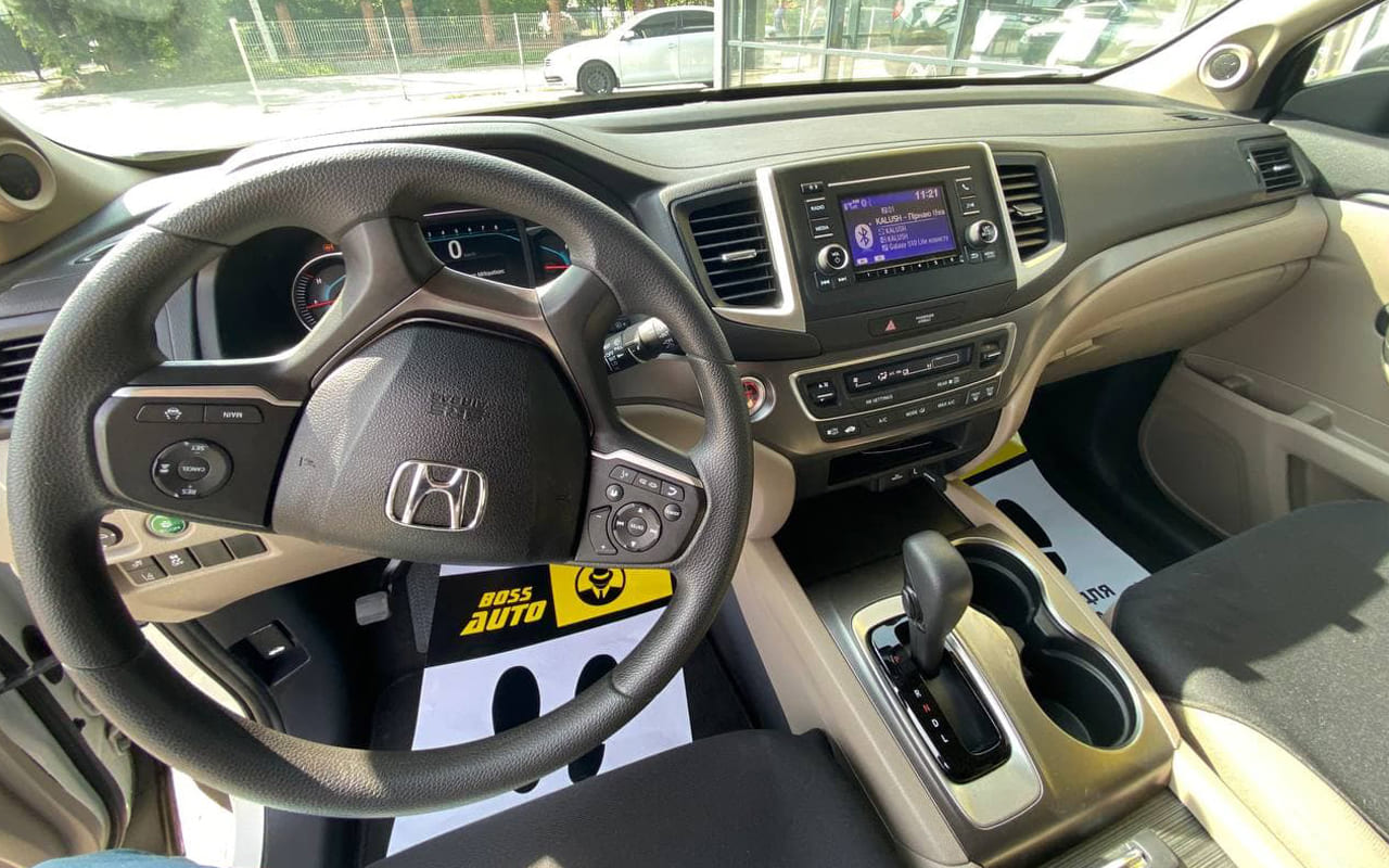 Honda Pilot LX 2019 фото №17