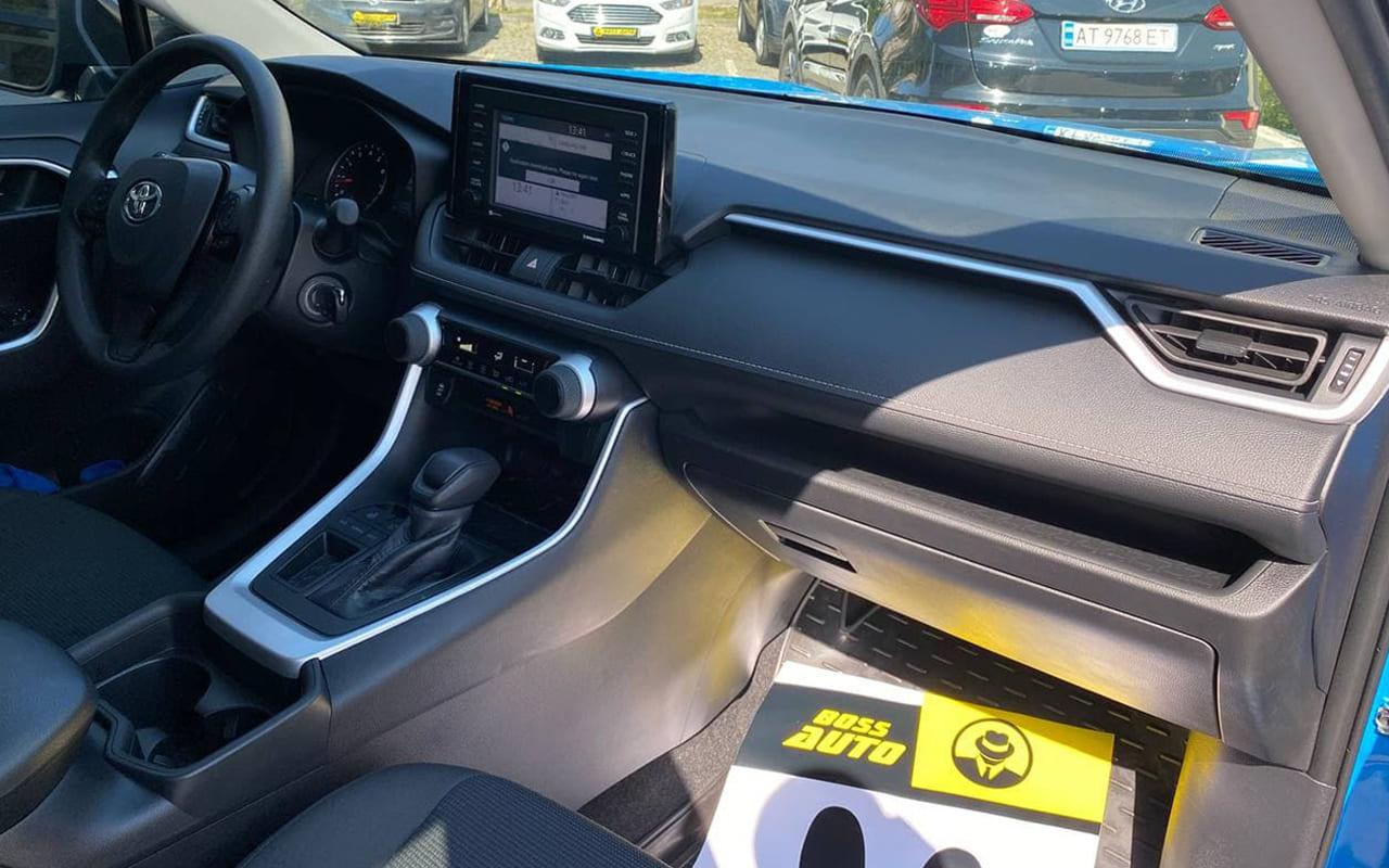 Toyota RAV4 LE 2020 фото №17