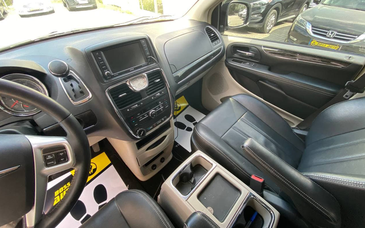 Chrysler Town & Country 2015 фото №16