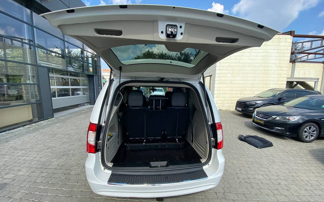 Chrysler Town & Country 2015 фото №20