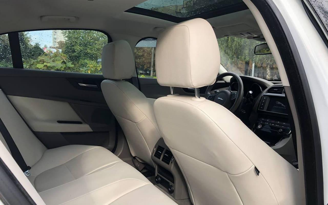 Jaguar XE 2016 фото №19