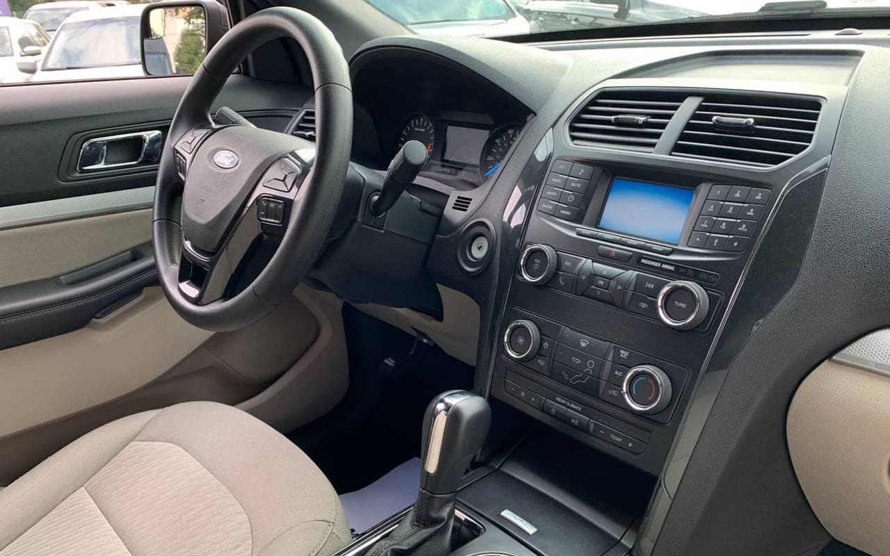 Ford Explorer 2018 фото №19